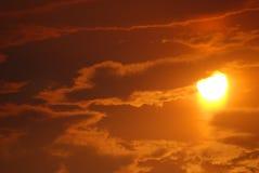 Cielo de la salida del sol con las nubes Fotos de archivo libres de regalías