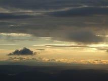 Cielo de la tarde de la ventana del aeroplano Fotografía de archivo