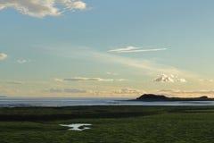Cielo de la tarde sobre la bahía fotografía de archivo