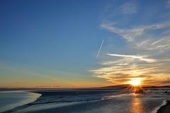 Cielo de la tarde sobre la bahía foto de archivo libre de regalías