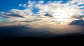 Cielo de la tarde sobre el Beskids Foto de archivo libre de regalías