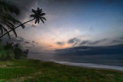 Cielo de la tarde sobre el océano Fotos de archivo libres de regalías