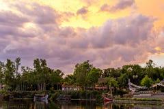Cielo de Orlando Florida Animal Kingdom del mundo de Disney antes de una tormenta Imágenes de archivo libres de regalías