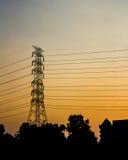 Cielo de oro con los posts de la electricidad Fotografía de archivo
