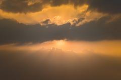 Cielo de oro de la puesta del sol Imágenes de archivo libres de regalías