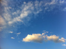 Cielo de oro de las nubes Imagen de archivo libre de regalías