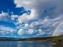 Cielo del arco iris por el lago Foto de archivo libre de regalías