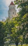 Cielo del contraste de la torre fotos de archivo