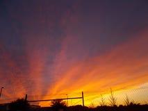 Cielo del fuego de la puesta del sol de la tarde de la Florida fotos de archivo libres de regalías
