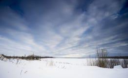 Cielo del invierno con las nubes imagen de archivo