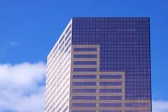 Cielo del rascacielos cerca de la tapa Imagen de archivo