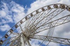 Cielo del verano de la rueda grande Fotos de archivo
