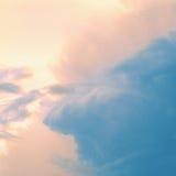 Cielo del vintage. Puesta del sol hermosa. Foto de archivo