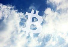 Cielo dell'icona di Bitcoin Cryptocurrency fotografia stock libera da diritti