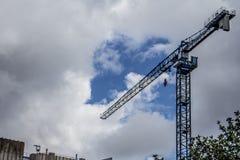 Cielo della gru di costruzione fotografia stock libera da diritti