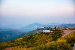 Cielo della montagna e paesaggio della terra Immagine Stock Libera da Diritti
