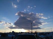Cielo della nuvola al parcheggio fotografia stock libera da diritti