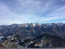 Cielo della Svizzera Friburgo delle montagne di Moleson fotografia stock