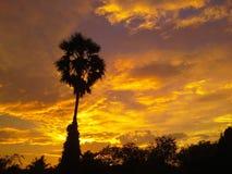 Cielo después de lluvioso en Hadyai, Songkhla, Tailandia fotos de archivo
