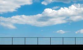 Cielo detrás de la cerca Foto de archivo