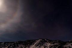 Cielo di alone della luna della stella delle montagne Fotografia Stock