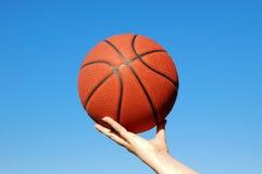 Cielo di pallacanestro Immagini Stock Libere da Diritti
