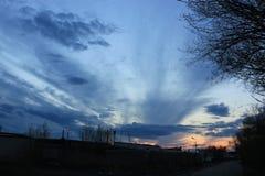 Cielo di sera al tramonto fotografia stock libera da diritti