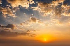 Cielo di sera con le nuvole fotografia stock