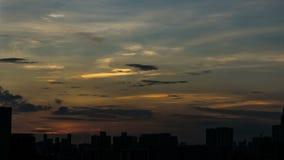 Cielo di tempo di tramonto bello con il lasso di tempo dorato della nuvola con lo spazio della copia video d archivio