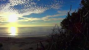 Cielo di tramonto e spiaggia Carlsbad California di Ponto del mare 3 stock footage