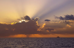 Cielo dramático - Ari Atoll del sur - los Maldivas fotos de archivo libres de regalías
