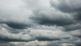 Cielo dramático con la nube pesada almacen de metraje de vídeo