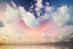 Cielo dramático con las nubes tempestuosas Fotografía de archivo