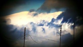Cielo dramático con las nubes tempestuosas almacen de metraje de vídeo