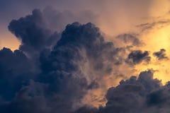 Cielo dramático de la naturaleza con la nube de tormenta Foto de archivo libre de regalías