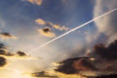 Cielo dramático de la puesta del sol Fotografía de archivo
