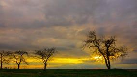 Cielo dramático de la puesta del sol metrajes