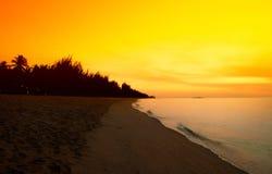 Cielo dramático de la puesta del sol fotos de archivo libres de regalías