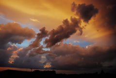 Cielo dramático de la puesta del sol Foto de archivo libre de regalías