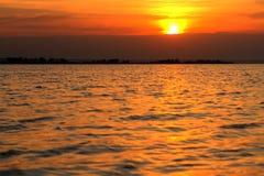 Cielo dramático de la puesta del sol como fondo hermoso fotografía de archivo