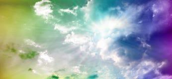 Cielo dramático de la puesta del sol con las nubes teñidas libre illustration