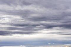 Cielo dramático del tiempo de la estratosfera antes del fondo lluvioso de la tormenta fotos de archivo