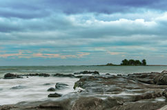 Cielo dramático en la orilla de Montevideo Foto de archivo