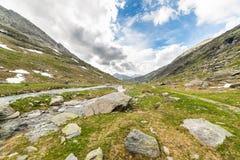Cielo dramático en valle alpino Imagen de archivo libre de regalías