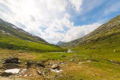 Cielo dramático en valle alpino Foto de archivo libre de regalías