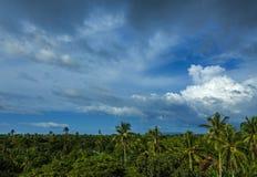 Cielo dramático sobre la isla exótica de Danao Imágenes de archivo libres de regalías
