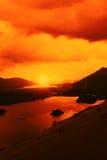 Cielo dramático sobre un lago Imagenes de archivo