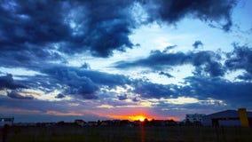 Cielo drammatico al tramonto Fotografia Stock Libera da Diritti