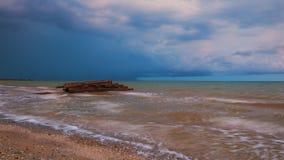 Cielo drammatico davanti ad una tempesta sul mare Fotografie Stock Libere da Diritti
