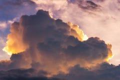 Cielo drammatico della natura con la nuvola di tempesta Immagini Stock Libere da Diritti